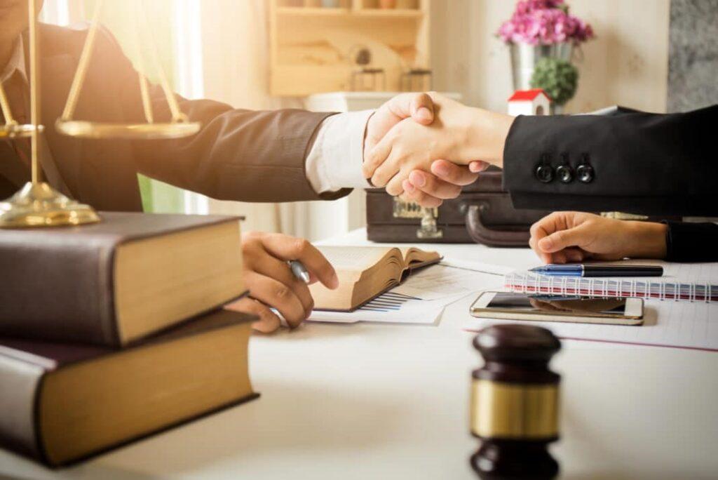 بهترین وکیل حقوقی مشهد