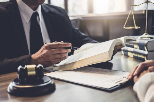 وکیل تصرف عدوانی در مشهد